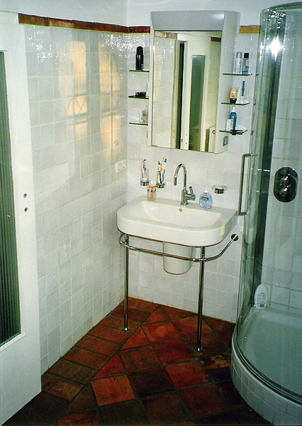 Bathroom tiles in pakistan picture pak clay floor tiles for Bathroom designs pakistan